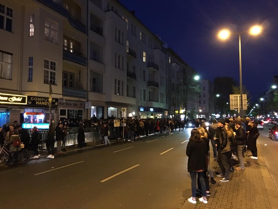 Немецких хипстеров накормили бесплатной едой а потом разогнали полицией