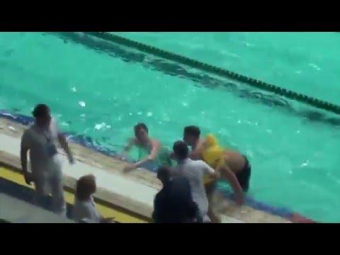 Пловец с кругом уточкой совершил попытку срыва чемпионата по плаванию