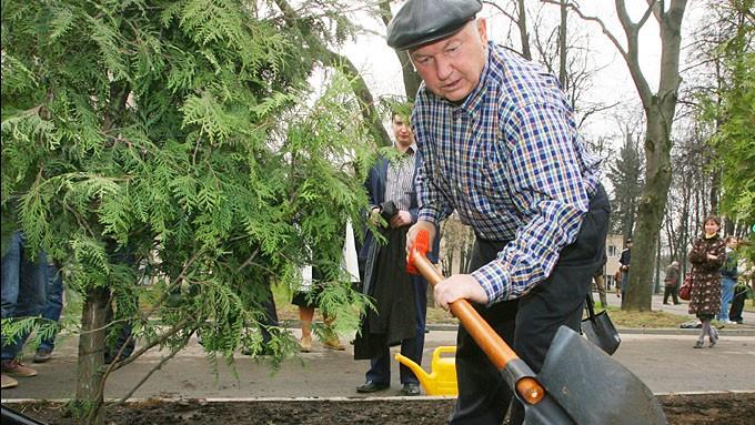 Опубликованы отчеты о многотысячном субботнике Лужкова в Коломенском