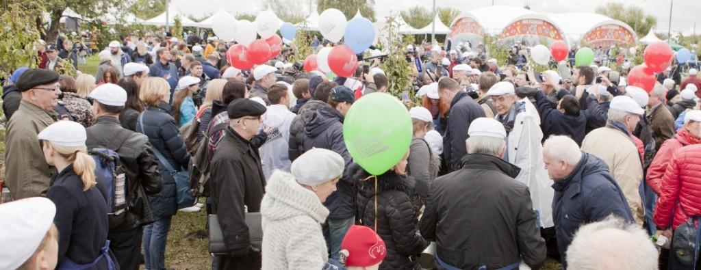 На «лужковский» субботник пришло не менее 6000 человек