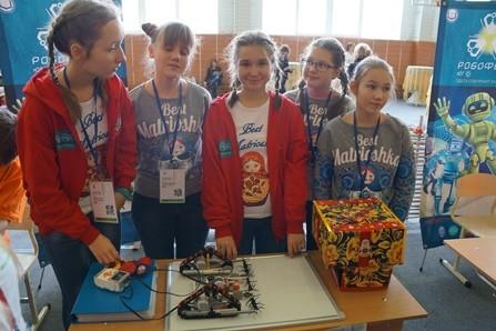 В Беларуси состоялся первый выездной сбор столичных юных инженеров