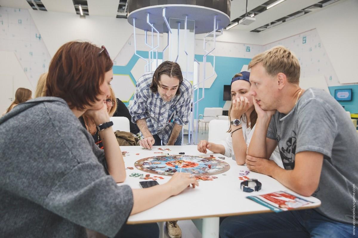 Этим летом в парках Москвы пройдут семейные турниры настольной игры «Экономикус. Биржа торгов»