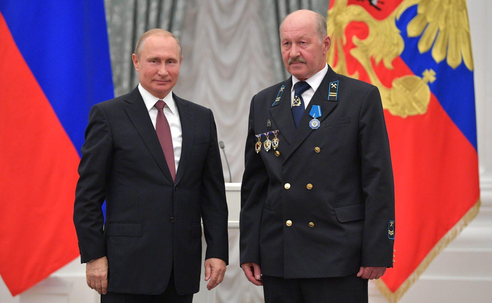 Шахтер из АО «Разрез Березовский» (входит в АО «СУЭК») был награжден Владимиром Путиным