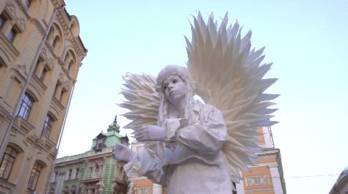 Живые статуи были установлены на московских улицах