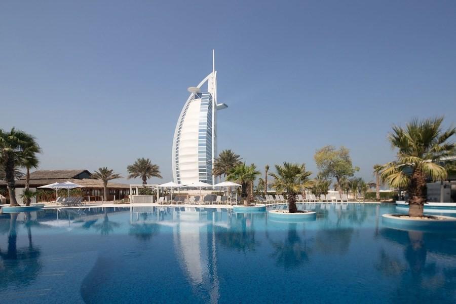 Jumeirah Beach Hotel принимает гостей после реновации