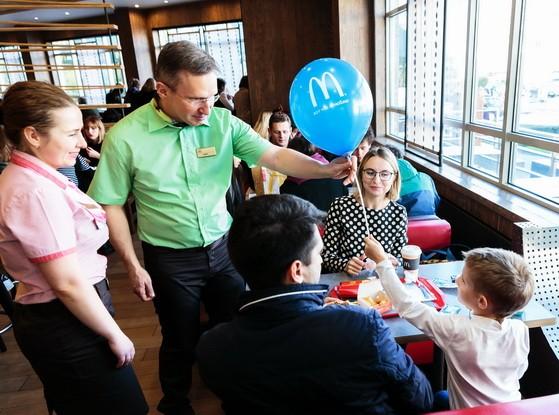 Генеральный директор «Макдоналдс» Марк Карена восхищен потенциалом российской молодежи