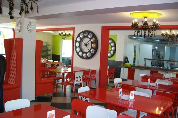 Московские школы будут кормить учеников в ресторанах