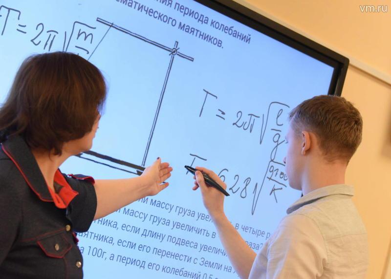 Собянин ознакомил Медведева с работой «Московской электронной школой»