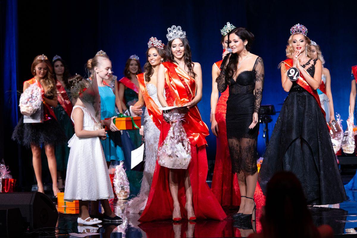 В Vegas City Hall выбрали победительницу конкурса красоты «Ты – уникальная»