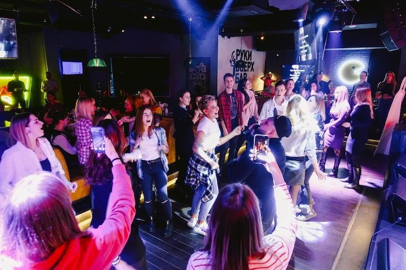 Пой с кинозвездами в Руки Вверх баре каждое воскресенье!