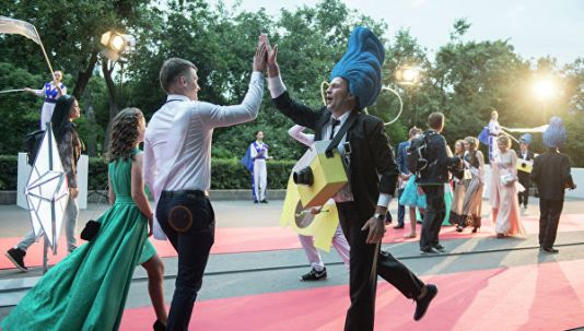 Столичные выпускники отпраздновали получение аттестатов в Парке Горького