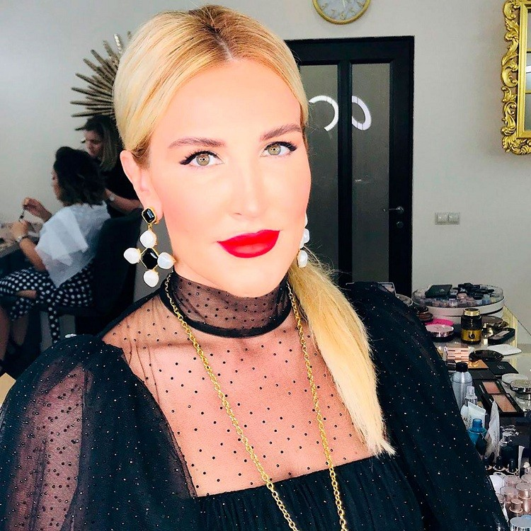 Певица Кристина дарит всем новую коллекцию одежды