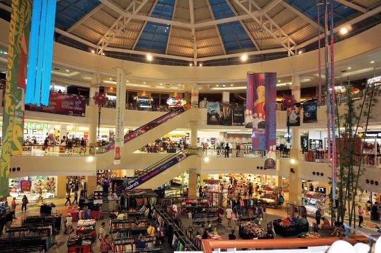 На 3% увеличилась посещаемость торговых центров Москвы