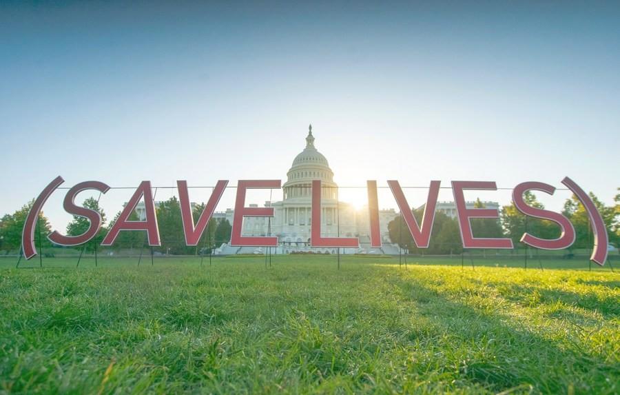 В Вашингтоне стартовала кампания PAINT (RED) SAVE LIVES