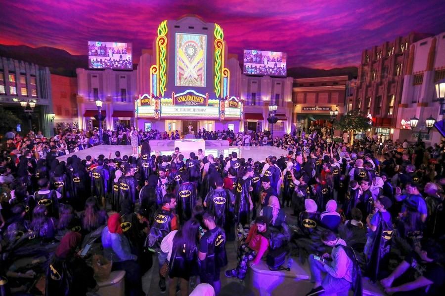 В парке Warner Bros. World™ Abu Dhabi отпраздновали 80-летие Бэтмена
