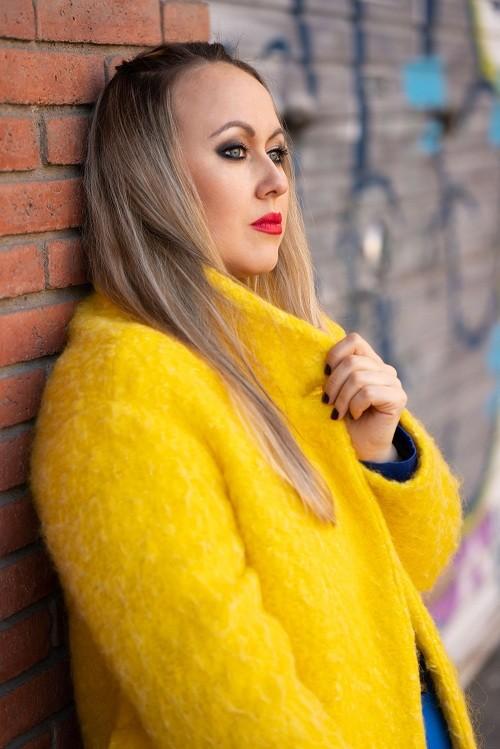 Певица Bronza ломает стереотипы: вышел новый альбом «Deep Love»