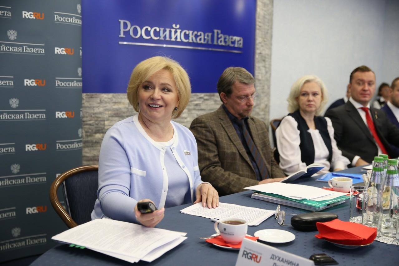 Любовь Духанина обсудила на круглом столе в «Российской газете», как защитить права школьников, их родителей и учителей
