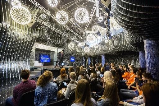 Андрей Зинин познакомил школьников Москвы с программой «Научных каникул»