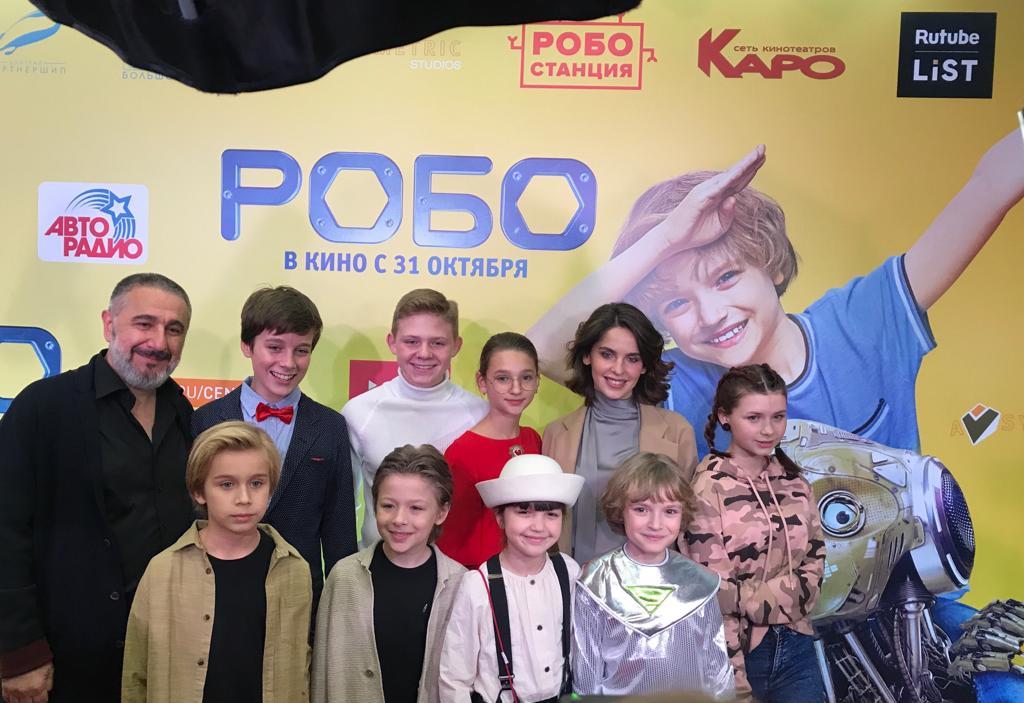 Лиза Анохина поддержала друзей-актеров на премьере «Робо»
