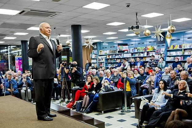 Мнением о влиянии на человечество искусственного интеллекта на презентации книги поделился Юрий Лужков