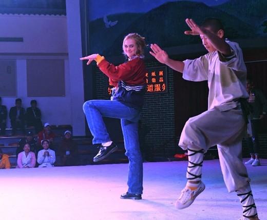 Более 100 иностранных подростков увидели настоящий кунфу в монастыре Шаолинь