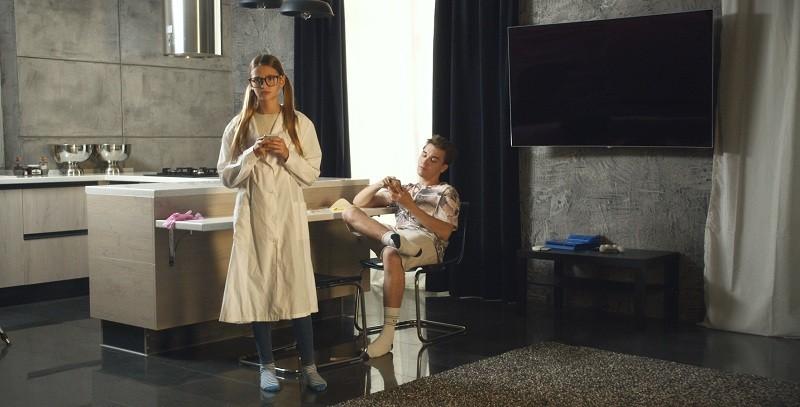 В веб-сериале «Дэм» роли исполнят блогер Лиза Анохина и миллиардер Игорь Рыбаков