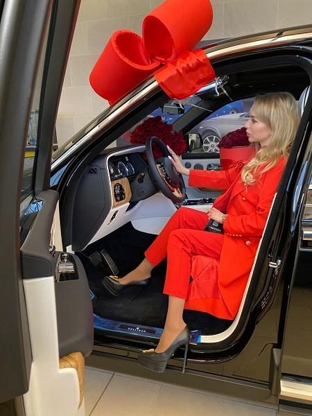 Rolls Royce Cullinan подарил на 8 марта «Королеве России» Элине Воронцовой супруг