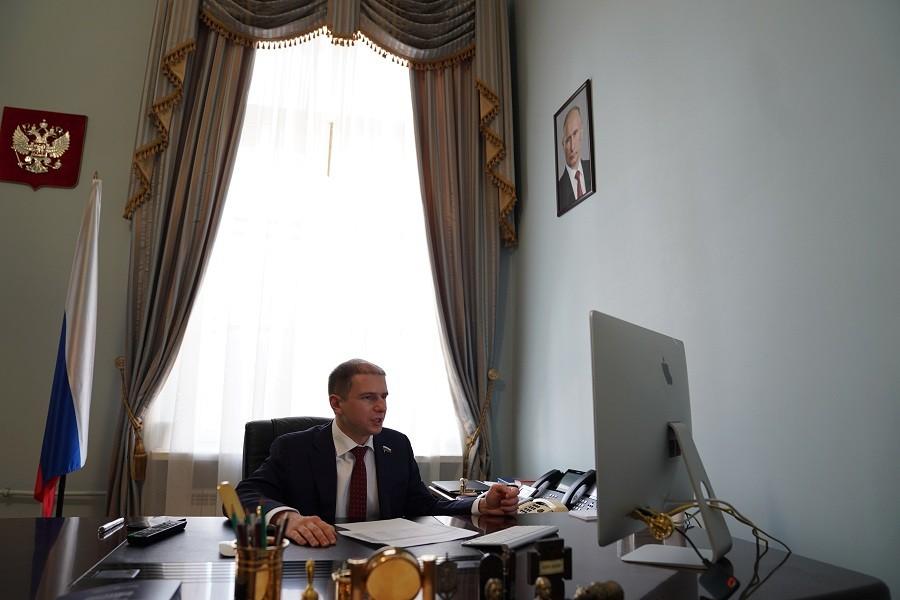 Михаил Романов рассказал об антикоронавирусном пакете мер, одобренных Госдумой