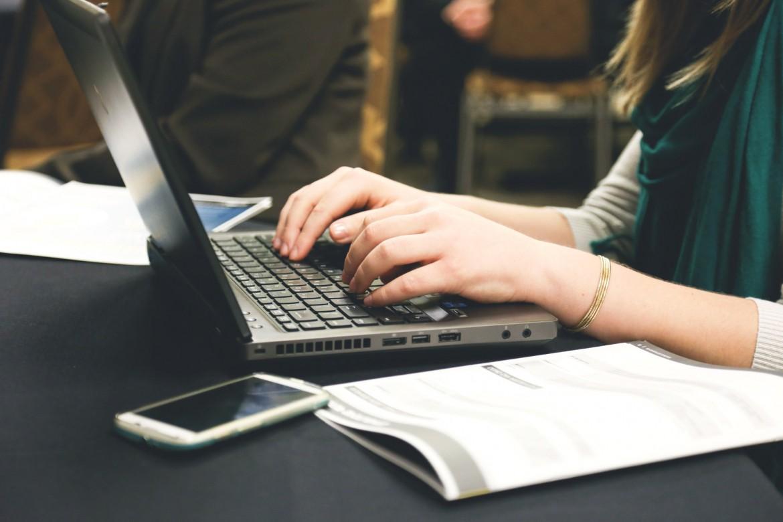О новых обучающих онлайн-курсах для педагогов в Москве рассказал Антон Молев