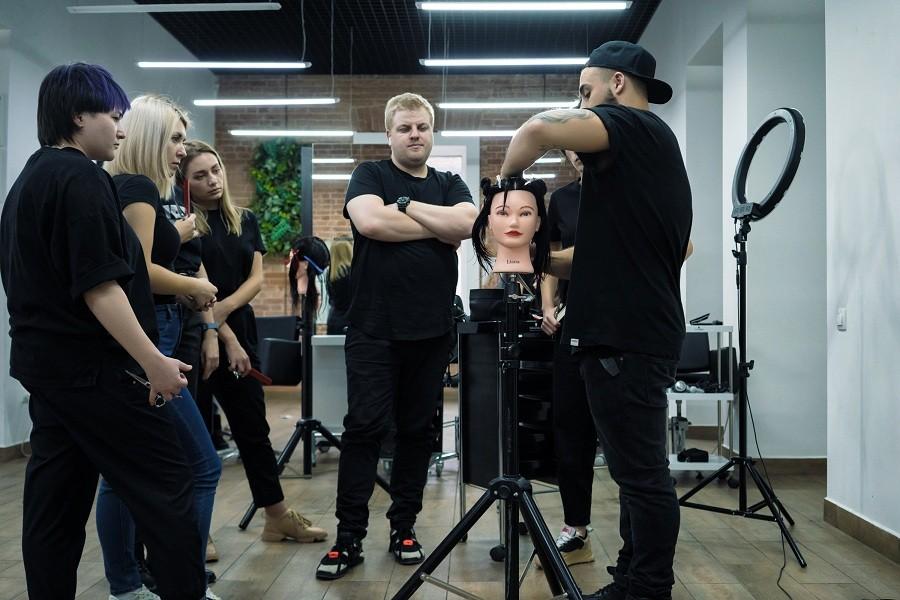 Парикмахеров ждут на онлайн-курсах повышения квалификации STRIGA™ School