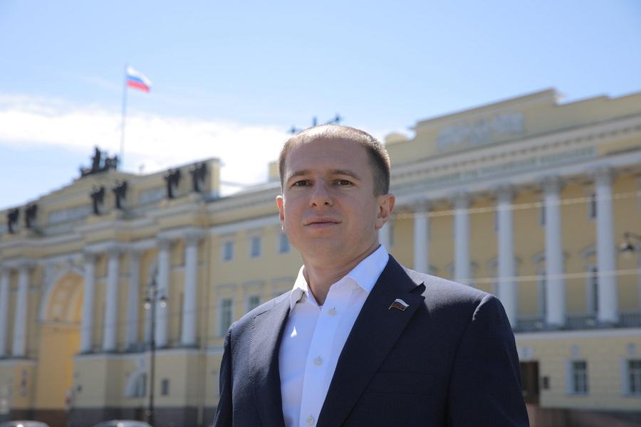 Михаил Романов пожелал молодым гражданам России реализации самых смелых планов