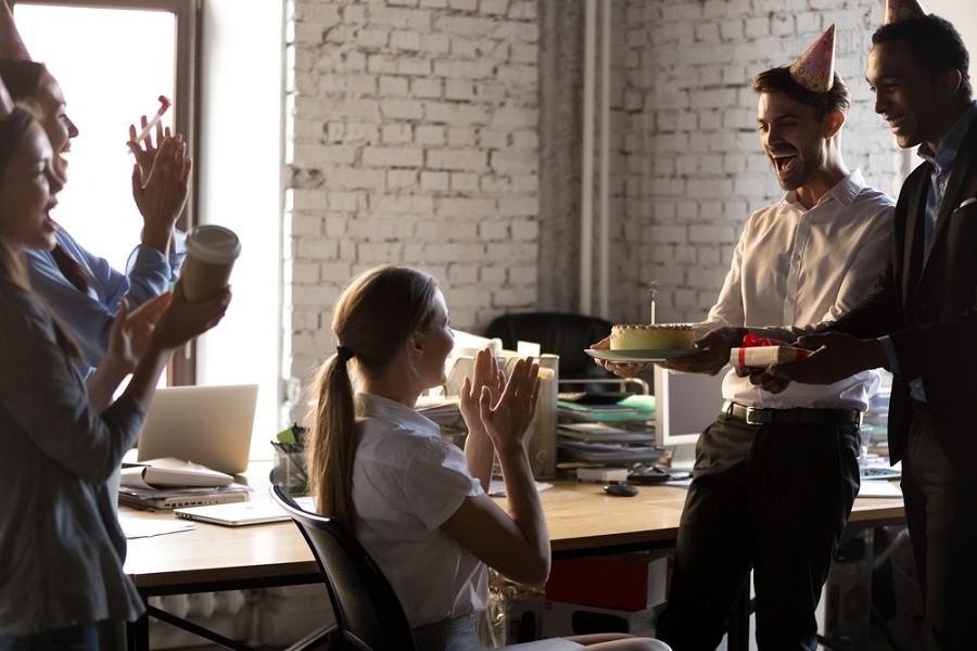 Опрос ГородРабот.ру: Сколько стоит отметить день рождения на работе