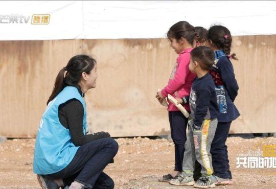 О работающих в международных НПО молодых китайцах программу выпустил Mango TV