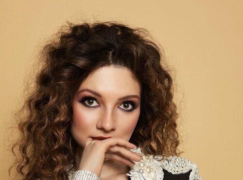 Осенний номер Cosmopolitan Romania вышел с фото Вероники Пахомовой на обложке