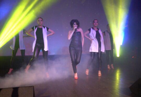 Авторские песни Анири исполнила на презентации в сопровождении танцевального балета