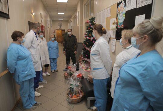 Михаил Романов поздравил с наступившим Новым Годом пациентов Хосписа №2 в поселке Понтонный