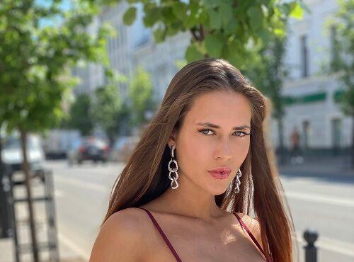 """Анастасия Аникина: """"Мало не значит вульгарно: о том, как носить открытые вещи"""""""