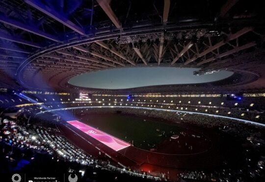 Впечатляющее световое представление провели в Токио на финальном забеге легкоатлетов