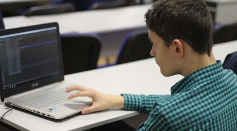 Московские школьники выигрывают финал Всероссийской командной олимпиады по программированию
