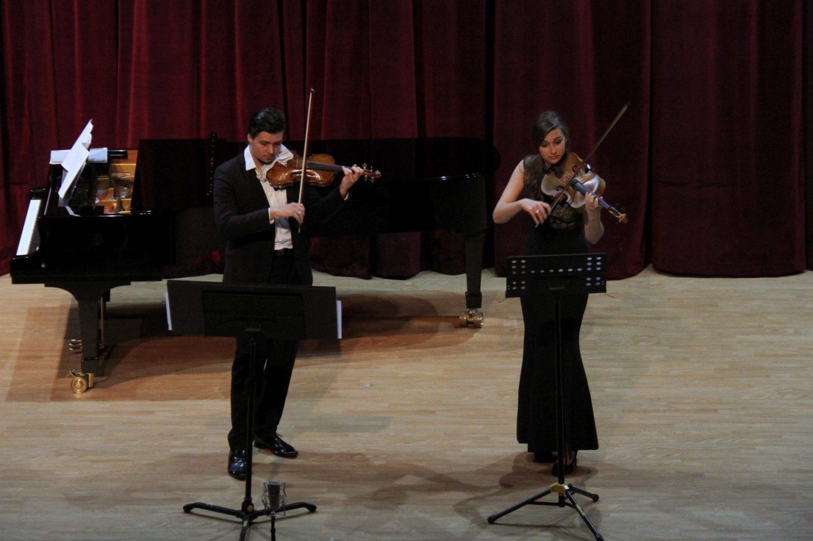 Российские скрипачи дали сольный концерт в Дамаске
