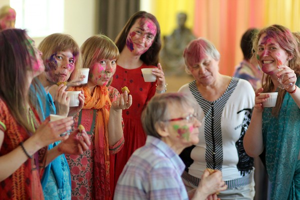 В московском центре «Шри Пракаш Дхам» прошел индийский фестиваль Холи